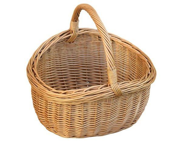 piękny duży wiklinowy kosz na zakupy, piknik