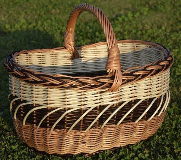 duży wiklinowy kosz na piknik